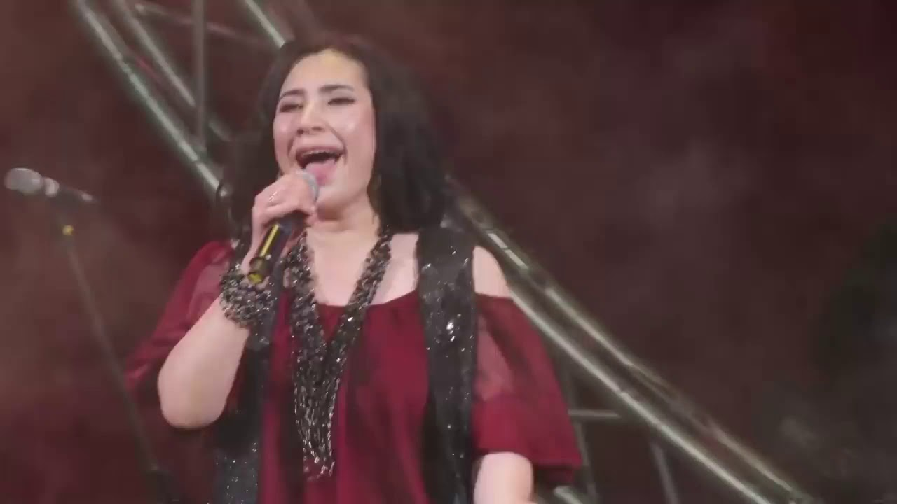 Dildora Niyozova - Laylo qiz (concert version 2016)