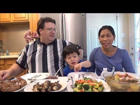Eating Filipino Food | Filipino Mukbang | John and his family enjoy Filipino Food