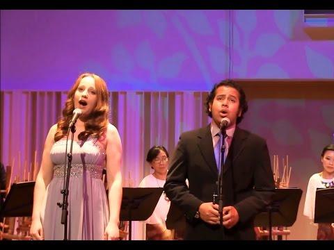Bule menyanyikan lagu nasional tanah air & indonesia pusaka