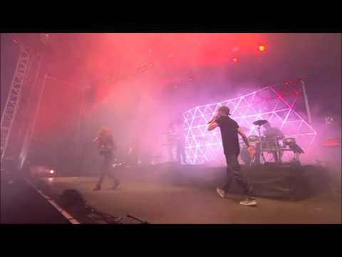 DJ Fresh feat. Fleur - Hot Right Now (Live V Festival 2012)