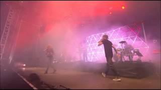 DJ Fresh feat. Fleur - Hot Right Now (Live V Festival 2012)