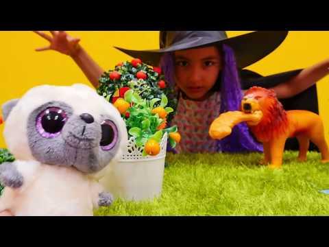 #kızoyuncakları. Cadı Emily ormanda HAYALETTEN korktu! Eğlenceli #çocukvideosu Türkçe izle