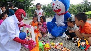 Bác Sĩ Nhện bán Đồ Chơi Trẻ Em trong công viên ^-^  Doremon và bé Đức đi mua đồ chơi