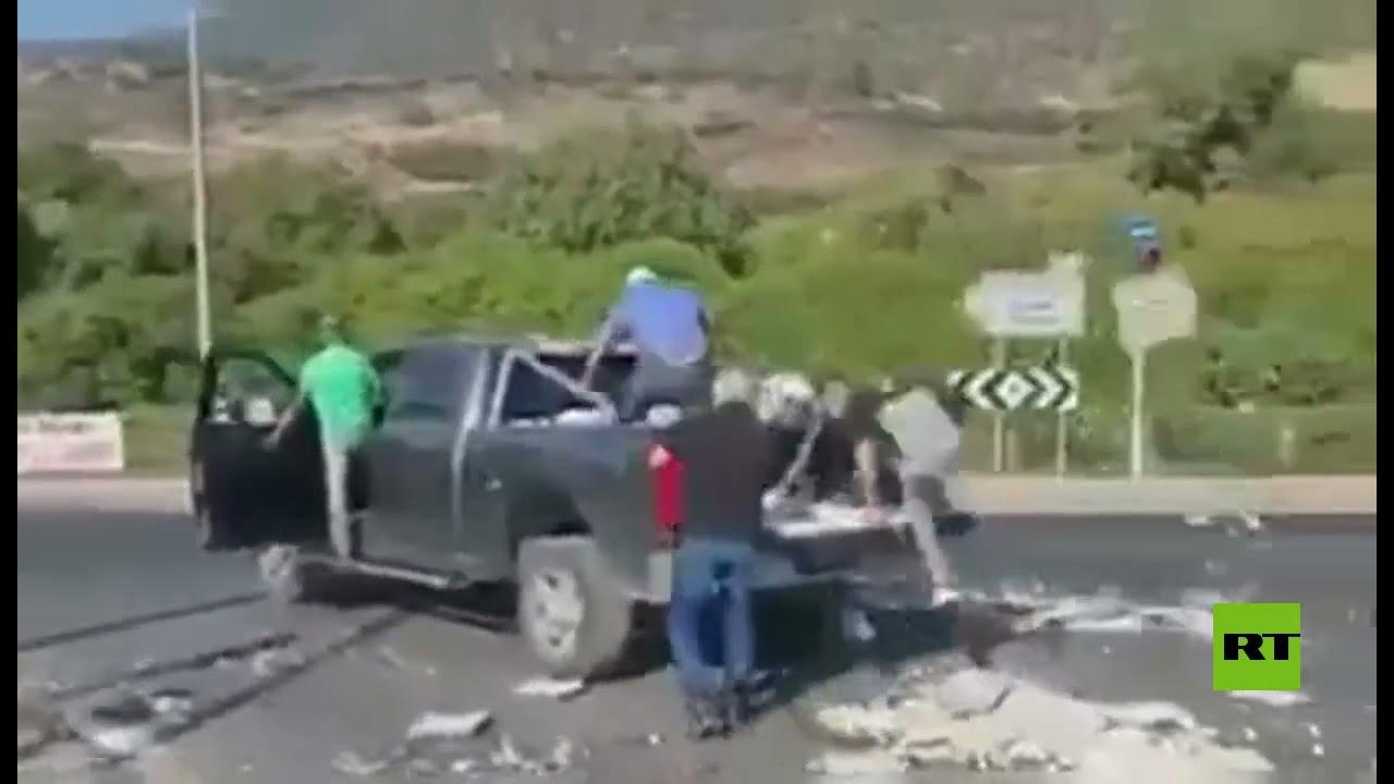 احتجاجا على سياسات الحكومة.. مزارعون إسرائيليون يلقون البيض في الشارع  - 11:54-2021 / 7 / 30