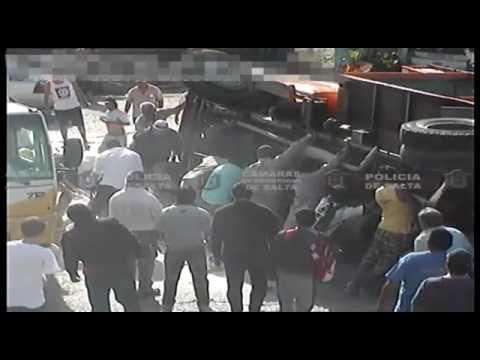 Camión volcó en Zacarías Yanci y Usandivaras