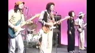 説明 1972年デビューでバンド名の由来はボーカルのミカの包丁使いが...