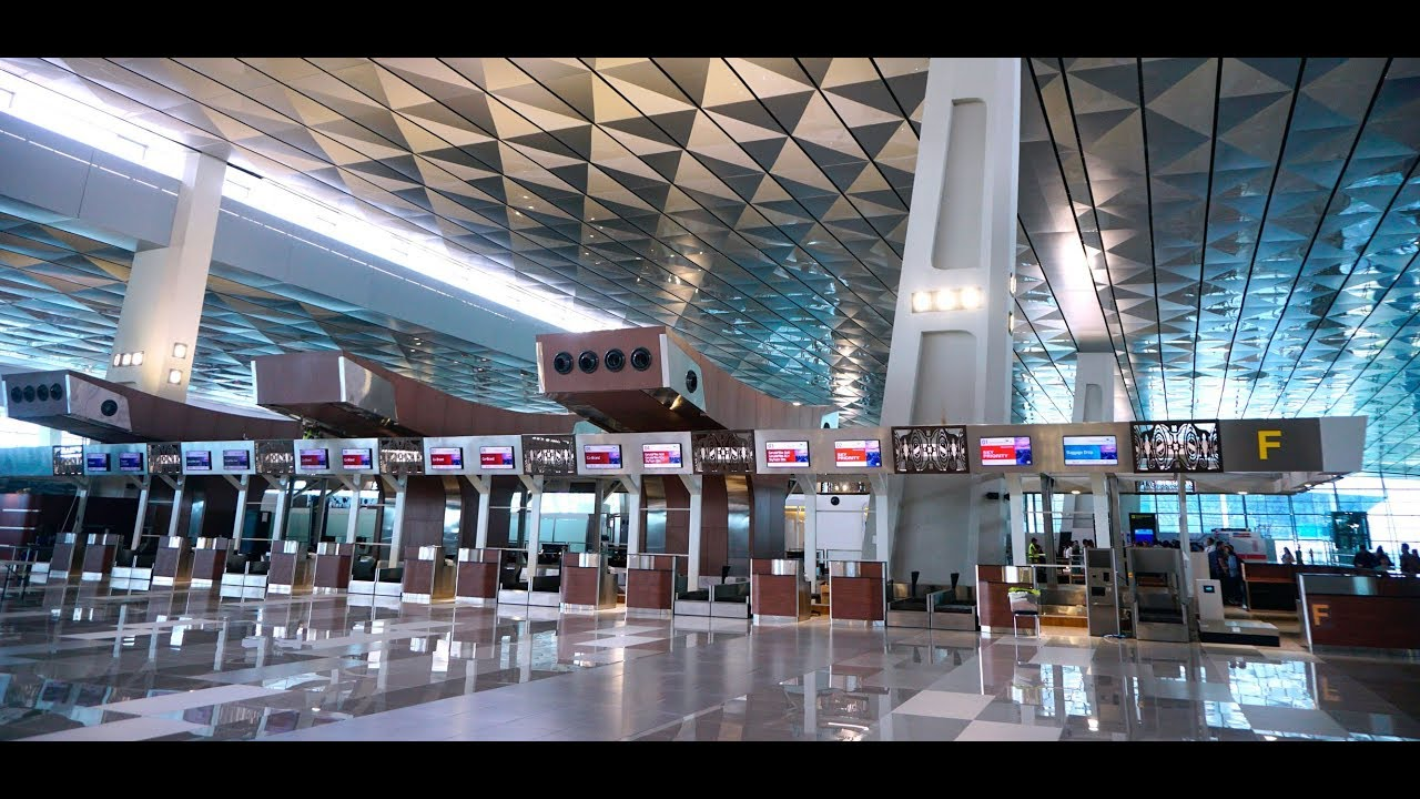 soekarno terminal 3 how to get suitcases