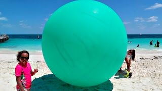 Giant Balloon Toy Surprise On The Beach - Shopkins - Hello Kitty - Disney Toys Opening