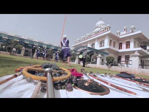 Ludhiana Fateh drive their Ford EcoSport to gurudwara, discover the martial aspects of Sikhism