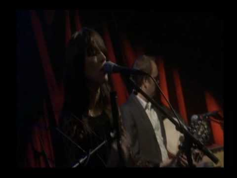 feist-when-i-was-a-young-girl-live-toronto-06-avi-koalabandana