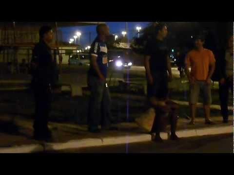 Homem andando Nu em Brasília (Oficial)