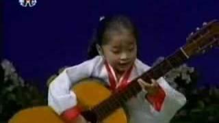 Cô bé Triều Tiên chơi guitar siêu đẳng