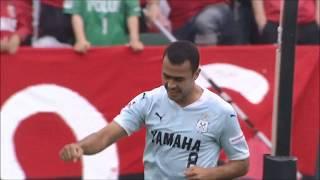 FKのチャンスから相手GKが弾いたボールをムサエフ(磐田)が頭で押し込...