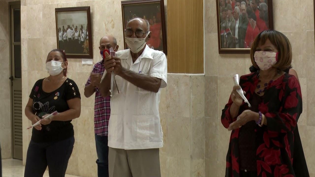 Acto de condecoraciones en Granma por aniversario 61 de los CDR