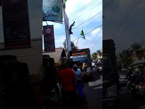 Kesetrum Listrik Akibat Baliho ,bendera(1)