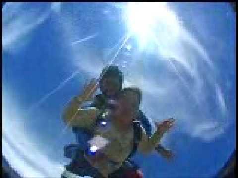 Luz Matilde primer salto en paracaidas tandem
