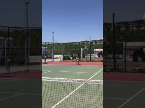 Şilan Makal Tenis Oynuyor