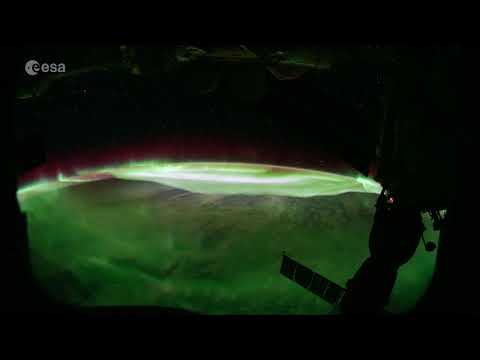 Spectacular Aurora Australis Snapped from Space - Time-Lapse Video