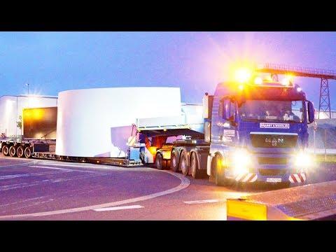 Heavy Transport convoy leaving the Enercon facility
