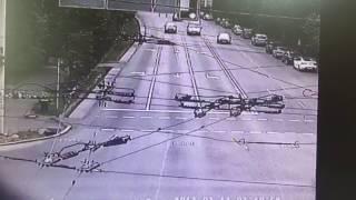 Камеры засняли злостное нарушение правил водителем BMW, сбившим насмерть женщину в Алматы