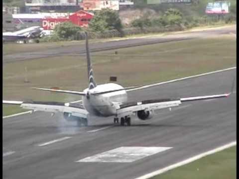 Copa B737 700 Landing at Toncontin, MHTG, Honduras