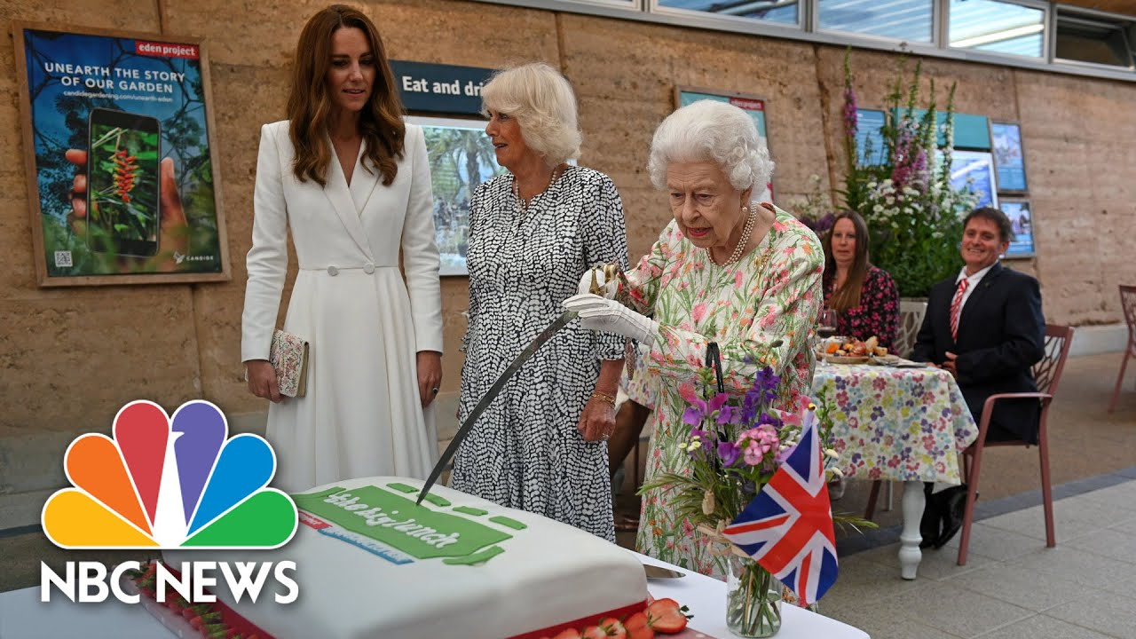Queen Insists On Using A Sword To Cut Cake At Meeting Of G-7 Leaders