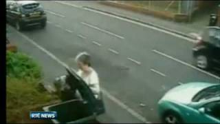 vuclip Police in the UK seek woman after she was caught dumping a cat into a wheelie bin
