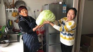 婆婆做死面饺子,切一棵大白菜,一锅蒸36个,儿媳妇却说不够吃