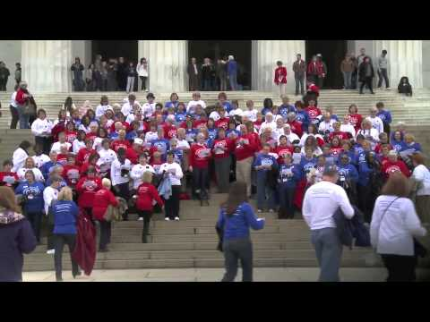 Patriotic Flash Mob By American Legion Auxiliary At Lincoln Memorial - Must See!