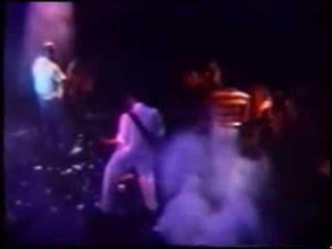 Patricio Rey y sus Redonditos de Ricota - Fuegos de Oktubre (video - Paladium en vivo 1986)