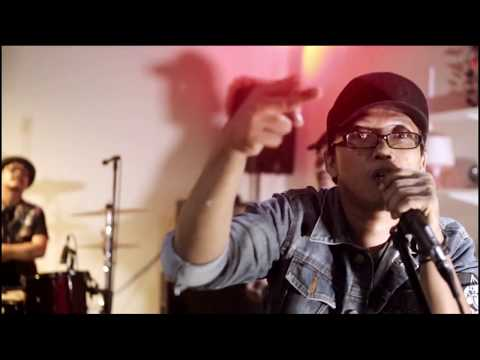 The Transition - Punk Rock Dalam Jiwa feat. Rubbish Street Voices (Official Music Video)