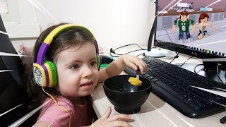 ÚRSULA TEACHING DADDY to PLAY ROBLOX-Facecam