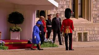 Queen Elizabeth Welcomes Trump to Windsor Castle thumbnail
