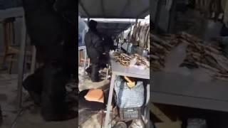 Очевидец: продавцы сушеной рыбы подрались из-за места на рынке