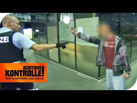 Suizidgefahr? Er zeigt den Polizisten den Stinkefinger! | Achtung Kontrolle | kabel eins