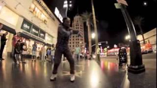 Парень с невероятной пластикой танцует на улице  Смотрите необычный уличный танец(Все авторские права принадлежат Их законным владельцам. Если вы являетесь автором фрагмента из выпуска..., 2015-08-28T20:59:22.000Z)
