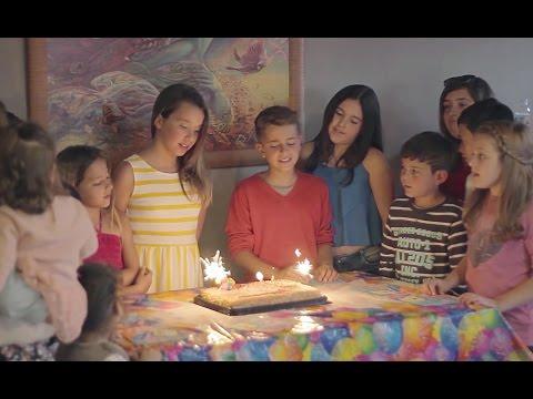 Cumpleaños Feliz - Adexe ft. Ariann (Videoclip Oficial)