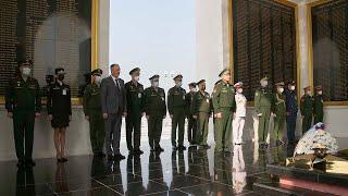 Министр обороны России генерал армии Сергей Шойгу возложил венок к мемориалу павшим героям в Мьянме