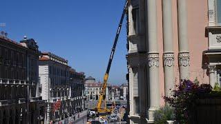 Una gru alta 80 metri per smontare il maxi cantiere all'ex Banca d'Italia a Cuneo