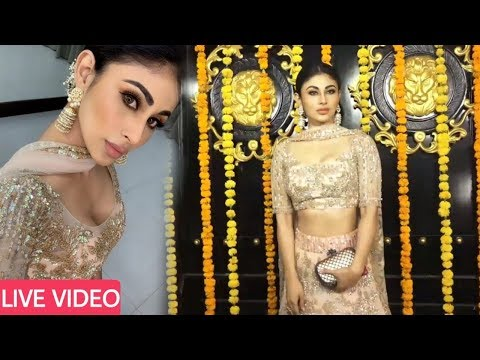 Mouni Roy Grand Entry at Ekta Kapoor Diwali Party 2018 | Full video
