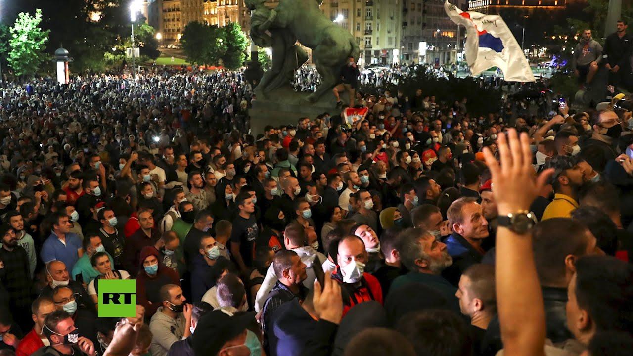 En Serbia....... el pueblo salió