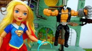 Видео для детей. Супергерл против Бейна. Приключения игрушек