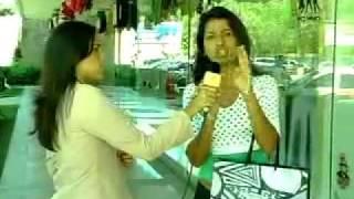 Repórter arrogante leva fora ao vivo