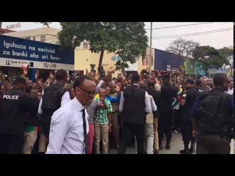 President Kagame stops in the city of Musanze to greet residents