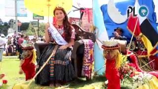 Reinas de belleza participan en desfile en Quetzaltenango