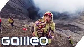 Das gefährlichste Ritual Indonesiens: Diese Menschen klettern in einen Vulkan | Galileo | ProSieben