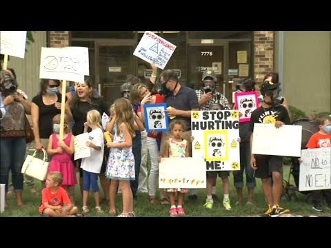 Willowbrook residents rally, demand gas-emitting company shut down
