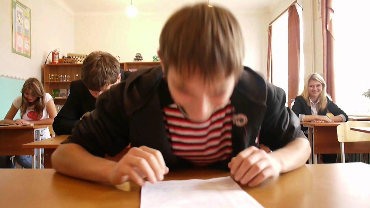 Русская студентка сдает экзамен у старого препода