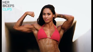 Flexing Bikini Beauty Solinda Blakeney