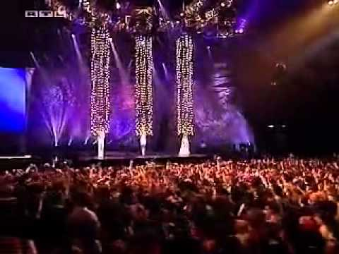 Atomic Kitten sings Whole Again and Eternal Flame Live (TOTP 2001)